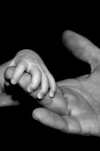 hand-holding-1-912758-m.jpg