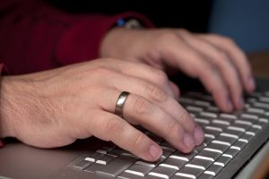 hands-on-keyboard-1237512-m.jpg