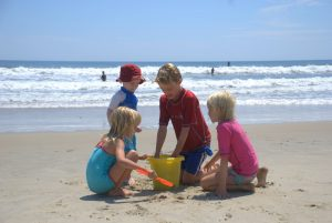 kids-on-family-beach-vacation-2-1246834-300x201
